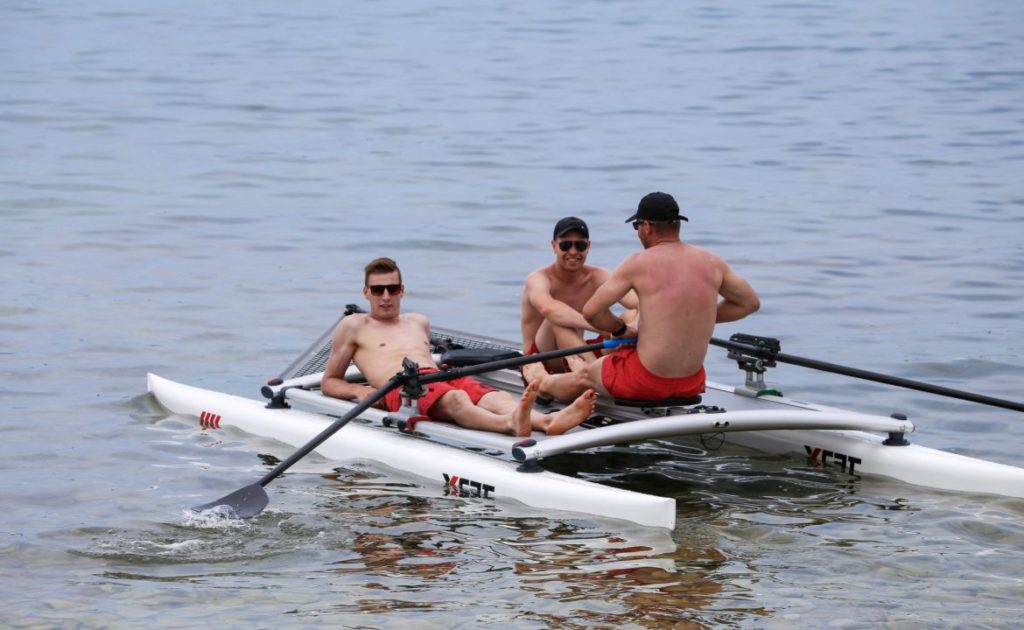 row-rowing-forward-sculling-front-feathering_4