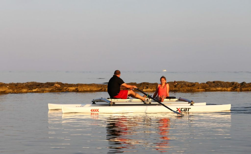 row-rowing-sculling-catamaran-boat-stable_4