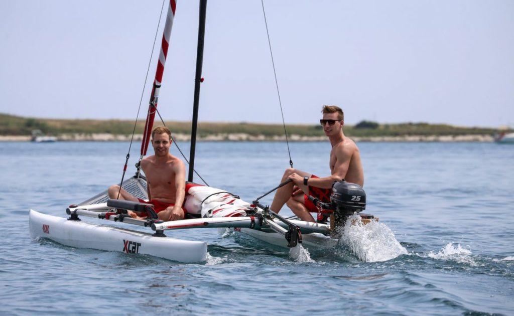 sailboat-catamaran-beach-dinghy-laser-daysailer_2