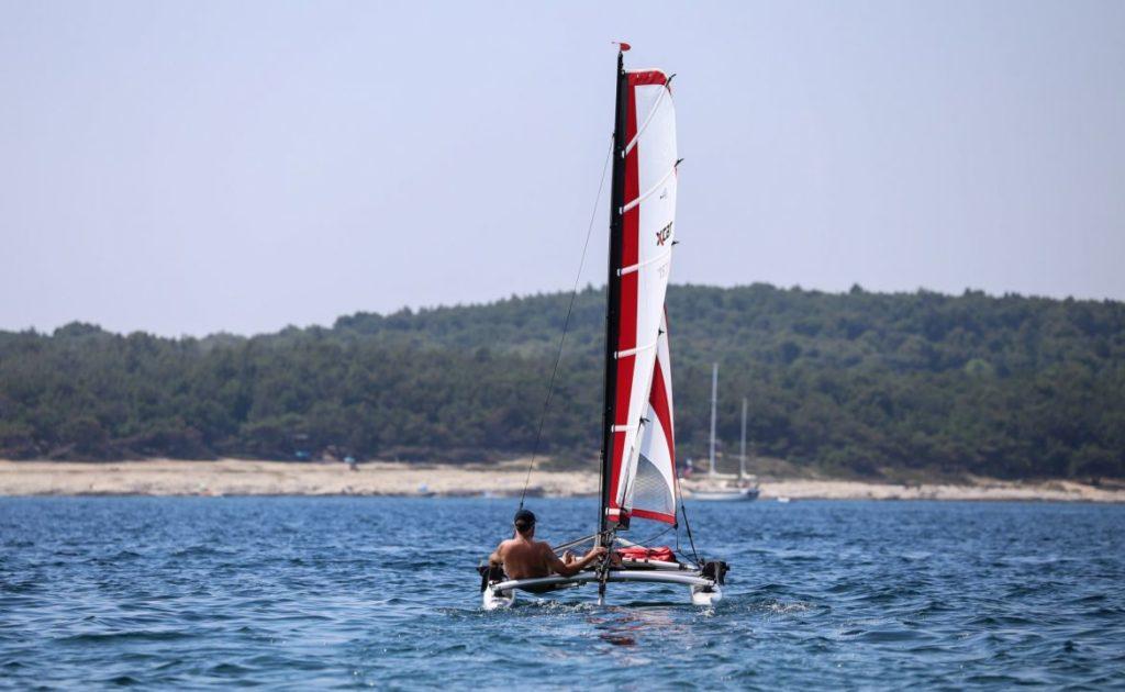 sailboat-catamaran-beach-dinghy-laser-daysailer_6