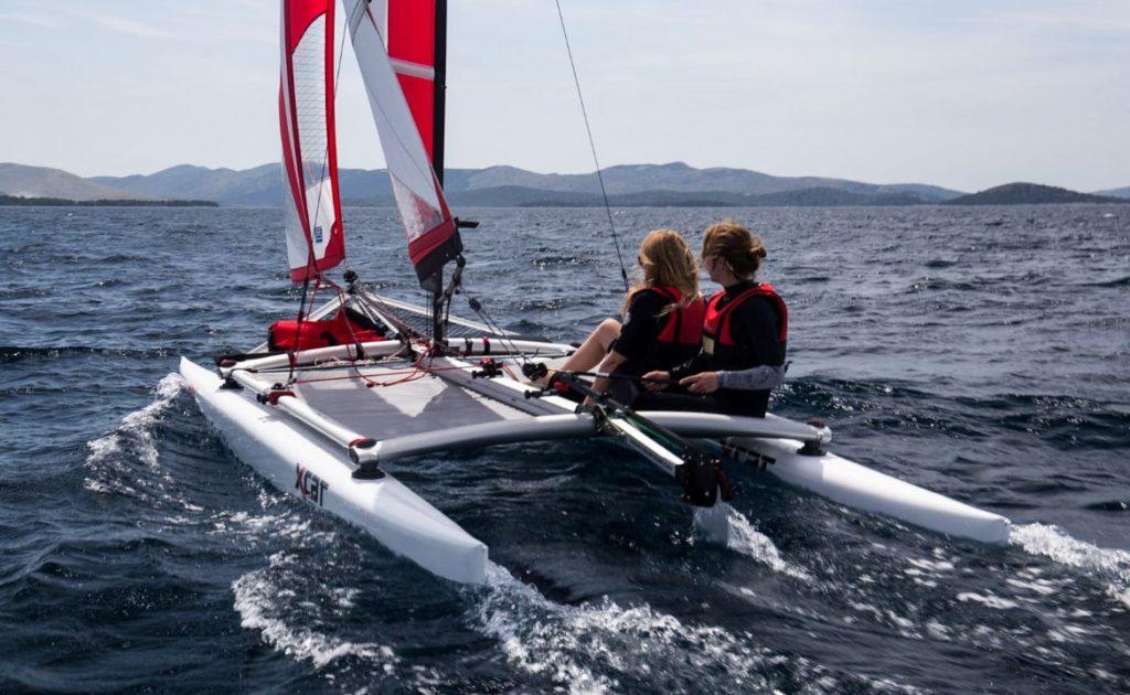 sailboat-catamaran-portable-car-roof-toppable_1