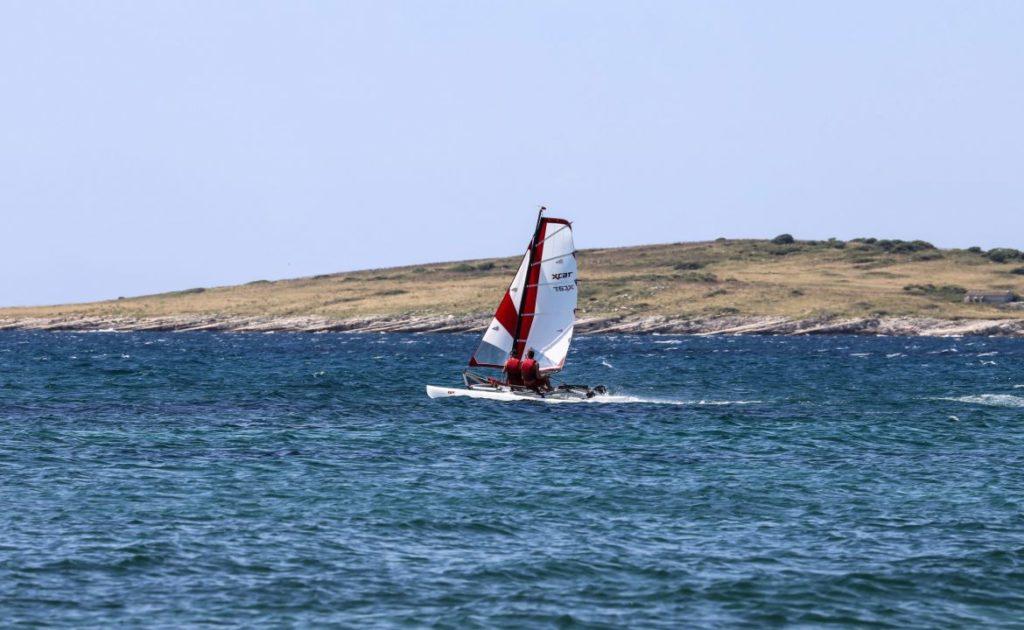 sailboat-catamaran-portable-car-roof-toppable_2