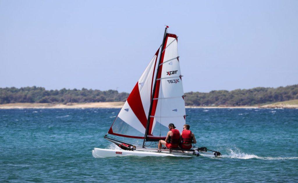 sailboat-catamaran-portable-car-roof-toppable_3